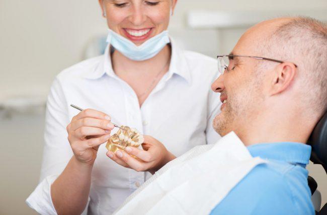 Cirurgia de implante dentário e os cuidados no pós-operatório