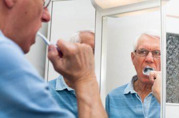 4 dicas e cuidados para a saúde bucal na terceira idade. Confira!
