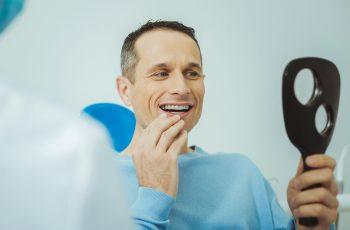 Implante dentário pode resolver problema de dente de leite em adulto?