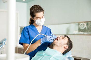 Sedação: entenda como é feita para implante dentário